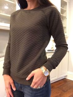 This looks really comfortable, yet stylish. This grey looks nice; wonder what other colors it comes in?