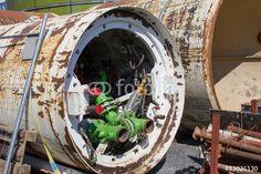 Alte Wasserpumpe auf einer Baustelle