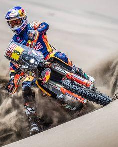 2019 Dakar Rally Champion - @tobyprice87 - KTM 450 RALLY . Catch Tobys new Vlog on his YouTube channel. . #KTM #ReadyToRace #GivesYouWings #Dakar2019 @kinmarcinphoto Source IG: ktmfactoryracing #motocross #super #dirt #bike Ktm Dirt Bikes, Honda Powersports, Motogp Valentino Rossi, Enduro Motocross, Ktm 450, Life Photo, Photo Blog, Super Adventure