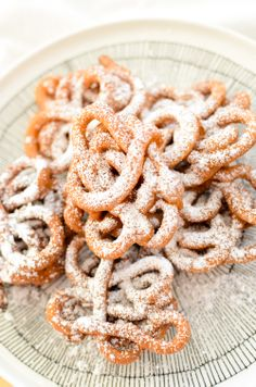 Tippaleipä (like a funnel cake) for Vappu. Looks tasty! Good Food, Yummy Food, Tasty, Sweet Buns, No Sugar Diet, Mouth Watering Food, Bread And Pastries, Fermented Foods, Yummy Treats