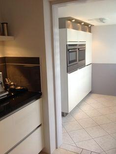 Meer dan 1000 idee n over keuken bijkeuken kasten op pinterest pantry kasten keukenkasten en - Keuken uitgerust m ...