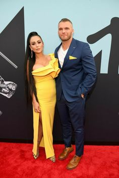 MTV VMAs red-carpet live coverage: See all your favorite celebrities as they arrive for the annual awards in Newark, New Jersey. Mtv Video Music Award, Music Awards, Barclays Center, Celebrity Red Carpet, Celebrity Look, Celebrity Couples, Kiana Lede, Balmain Dress, Mtv Videos