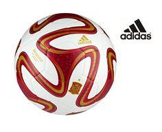 El Brazuca, el balón del Mundial, se promociona con los colores de la campeona del mundo