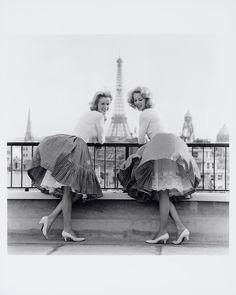 Alice and Ellen Kessler, 1960 #vintage #Kessler twins #1960 #singers #dancers #Paris #Eiffel Tower