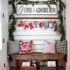 39 Welcoming and Cozy Christmas Entryway Decoration Ideas - Dailypatio Christmas Entryway, Christmas Porch, Farmhouse Christmas Decor, Merry Little Christmas, Primitive Christmas, Christmas Love, Christmas Signs, Country Christmas, All Things Christmas