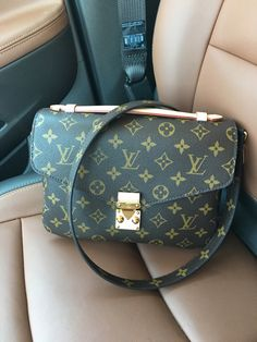 Riding in Cars with Louis Vuitton: 20 Pics From One of PurseForum's Most Popular Threads New Louis Vuitton Handbags, Gucci Handbags, Fashion Handbags, Louis Vuitton Monogram, Fashion Purses, Vuitton Bag, Tote Handbags, Fashion Fashion, Runway Fashion