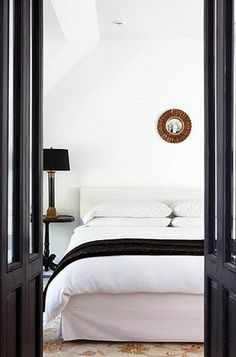 Black And White Bedroom - Design photos, ideas and inspiration. Amazing gallery of interior design and decorating ideas of Black And White Bedroom in bedrooms, boy's rooms by elite interior designers. Black White Bedrooms, Black And White Interior, Black White Gold, Bedroom Black, White Walls, Teal Walls, White Rooms, Home Bedroom, Master Bedroom