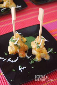 Pinchitos de Pavo con Salsa de Mango y Coco