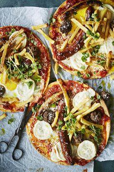 Jos italialainen, muutaman raaka-aineen pizza tuntuu pimenevässä vuodenajassa liian vaatimattomalta, niin kokeile amerikkalaista hangover- eli krapulapizzaa.