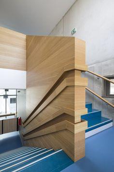Дизайн детского сада: лестница для детей разного возраста