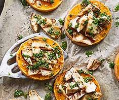 Pilz-Kürbis-Crostini Crostini, Kraut, Lunches And Dinners, Food Inspiration, Camembert Cheese, Ethnic Recipes, Low Carb, Eating Raw, Porcini Mushrooms
