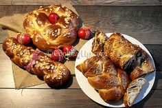 Ντελικάτα, πεντανόστιμα τσουρέκια με υπέροχη κορδωνάτη υφή, βουτυρένια και μελωμένα! Baked Potato, Potatoes, Sweets, Bread, Baking, Ethnic Recipes, Food, Good Stocking Stuffers, Candy