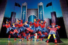 Resultado de imagem para shrek the musical set design