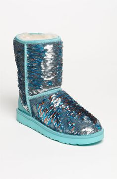 brush your hand up the uggs, they are one color, brush them down, they are a different color. and sparkly! LOVE