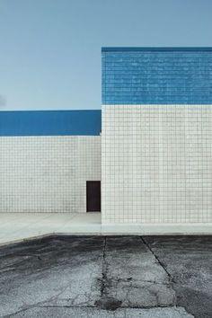 [Blue and white facade] Minimal Photography, Color Photography, Displays, Design Set, Facade Architecture, Cladding, Interior And Exterior, Brick, Photos