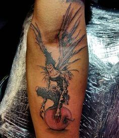 "17 Badass ""Death Note"" Tattoos That Will Give You Nightmares Manga Tattoo, Naruto Tattoo, Anime Tattoos, Tattoo Drawings, Gamer Tattoos, Baby Tattoos, Tattoos For Guys, Girl Tattoos, Tatoos"
