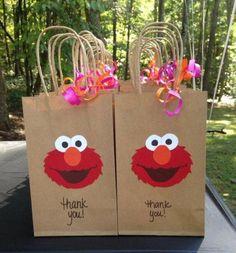 Elmo goody bags for girl birthday. Elmo First Birthday, Boy Birthday Parties, Diy Birthday, Elmo Party, Elmo Birthday Party Ideas, Ideas Party, Mickey Party, Dinosaur Party, Dinosaur Birthday