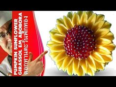♛ Lesson 52 – Pumpkin's Sunflower – Fruit Carving, Escultura em frutas e legumes Food Art, A Food, Good Food, Yummy Food, Style Fruit, Food Carving, Pumpkin Art, Best Food Ever, Fruit And Veg