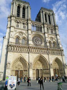 #Katedra #Notre-Dame de #Paris jest jedną z najbarzdziej znanych na świecie dzięki powieściom Dzwonnik z Notre-Dame #Paryż