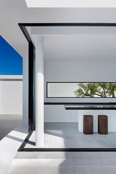 Dwek set about creating an island home called Silver House, with bright white walls that would contrast with the colour of the water and frame views of the sea.