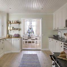"""""""Jag älskar vårt kök, allt från färgsättningen till hur köket är byggt"""