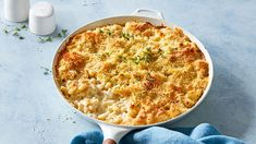Master the creamy and crunchy original with this basic mac and cheese recipe. Cheese Recipes, Pasta Recipes, Dinner Recipes, Cooking Recipes, Dinner Ideas, Recipe Pasta, Wrap Recipes, Yummy Recipes, Easy Weekday Meals