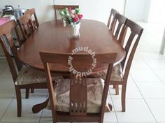 Dining Tabel 8 Wooden In Very Good Condition