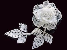 С белой розы игристых бисером корсаж Риф