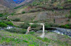 Viejo y nuevo puente sobre el Juanambú. Vía al Tablón de Gómez.