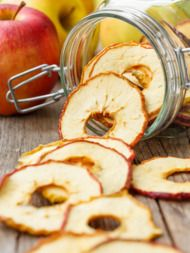 Bored of crumbles, chutneys and pies? Dried apple rings are a healthy snack and the perfect solution for all those delicious autumn windfalls. Cooking Venison Steaks, Cooking A Roast, Cooking Oil, Cooking Stuff, Dried Apple Rings, Cinnamon Apple Chips, Healthy Snacks, Healthy Recipes, Healthy Eating