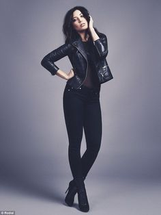 Daisy Lowe - Photography Poses Daisy Lowe 26 is the ultimate rock chick as she rocks leather and heavy eye ma Female Modeling Poses, Female Poses, Female Portrait, Female Ideas, Modelling Poses, Female Art, Portrait Photography Poses, Photography Poses Women, Beauty Photography
