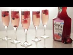 Add Simply Mixed Berry Juice Drink Cubes to champagne for a beautiful Bellini. Discover how to make this cocktail in four easy steps.