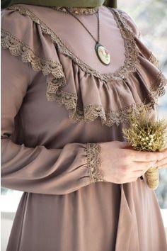 Model Vizon Elbise Source by fashion hijab Modern Hijab Fashion, Abaya Fashion, Muslim Fashion, Modest Fashion, Fashion Dresses, Top Fashion, Hijab Outfit, Hijab Style Dress, Modest Dresses