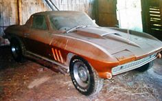Check out the 50 coolest barn finds. These classic, rare & vintage muscle cars were found tucked away in barns. See all 50 of these awesome barn finds. Old Corvette, Chevrolet Corvette, Chevy, Abandoned Cars In Dubai, Car Barn, Rusty Cars, Pictures Of The Week, Barn Finds, Car Photography