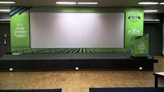Fundo de palco evento corporativo. Adesivação de fundo de palco e pulpito.