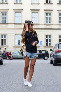 short jeans e tênis branco