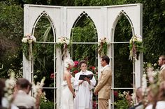 Dream ceremony layout, with cathedral window backdrop. #LillyPulitzer #SouthernWeddings