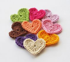 Colorful rainbow crochet heart appliques by violasboutique Crochet Vintage, Cute Crochet, Crochet Motif, Crochet Crafts, Yarn Crafts, Crochet Flowers, Crochet Stitches, Crochet Baby, Crochet Projects