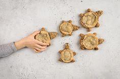 Haselnuss-Schildkrötli - Rezepte | little FOOBY Wood Watch, Cooking, Kid Recipes, Wooden Watch, Baking Center, Brewing