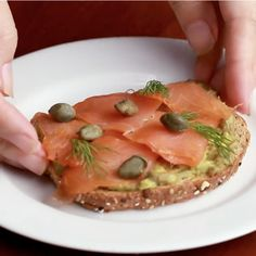 Or if you prefer something fishy with your brekky, try this smoked salmon and avocado recipe. Fresh Avocado, Avocado Toast, Avocado Recipes, Avocado Ideas, Strawberry Balsamic, Buzzfeed Tasty, Bacon Egg, Cherry Tomatoes, Love Food