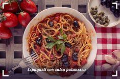 Espagueti con salsa putanesca Pasta A La Carbonara, Falafel, Spaghetti, Ethnic Recipes, Food, Ideas, Microwaves, Italian Food Recipes, Spaghetti Recipes