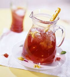 Scrumptious South Africa: Iced tea with Rooibos, Apple and a bit of spice. Rooisbos tea generally served a hot black tea has many health properties. Especially great if you suffer from Colon problems Iced Tea Recipes, My Recipes, Favorite Recipes, Ginseng Tea, Cranberry Juice Cocktail, Refreshing Drinks, Summer Drinks, Healthy Drinks, Healthy Eats