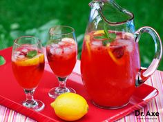 This strawberry lemonade recipe is a sugar free and refreshing drink perfect for the summer! It's easy to make and requires only 4 ingredients! Try it today