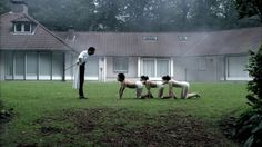 Dr. Heiter and the Chain, Human Centipede.