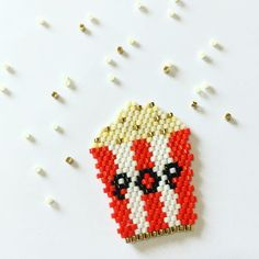 it's really funny these little brickstitch weaves! Loom Bracelet Patterns, Peyote Stitch Patterns, Seed Bead Patterns, Beading Patterns, Beading Ideas, Beading Supplies, Beading Tutorials, Miyuki Beads, Diy Perler Beads