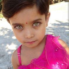 Look at those eyes-♥ Beautiful Eyes Color, Beautiful Little Girls, Stunning Eyes, Pretty Eyes, Beautiful Children, Cool Eyes, Beautiful Babies, Amazing Eyes, Pretty People
