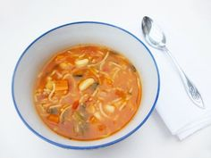 Diet - Minestrone Soup calories) - A rich and tasty, low calorie soup perfect for those who are watching their weight, but want a filling and satisfying meal. Diet Soup Recipes, Vegetarian Recipes, Cooking Recipes, Healthy Recipes, Vegetarian Teas, Pesco Vegetarian, 7 Day Soup Diet, Fast Food Diet, Fast Metabolism Diet