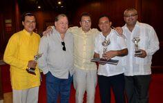"""Factor 3: Profesores. Profesor David Lara recibe premio """"Ernesto Mccausland"""" por la cronica  """"El Congo degradado a Gorila"""" -2013 – Barranquilla. #Unicartagena #ComunicaciónSocial"""