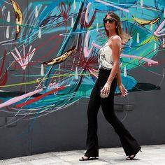 A calça flare cintura alta com a modelagem mais perfeita que já vimos agora na cor preta  Shop On Line! #fabriquestore #newin #shoponline by fabriquestore