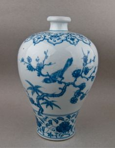 An extremely rare blue and white Meiping decorated with bird on the plum and bamboo tree branch. Ming dynasty 15th/16th century. Height: 34 cm.